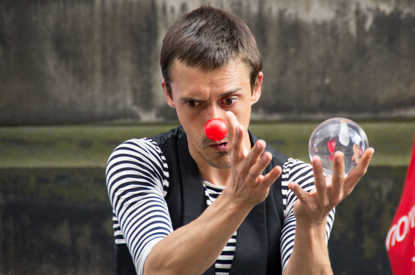 Arts And Culture City Edinburgh Edinburgh Fringe Man Portrait Of A Woman Portraits Red Nose Scotland Clown Contact Juggler Crystal Edinburgh Festival One Person People Portrait Theatre Young Adult