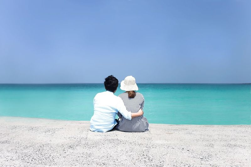 Two People Sea Beach Love Heterosexual Couple Togetherness Relaxation Sitting Couple - Relationship Horizon Over Water Sand Water Men Women Vacations Scenics Nature Beauty In Nature Adult Day Korea Jejuisland