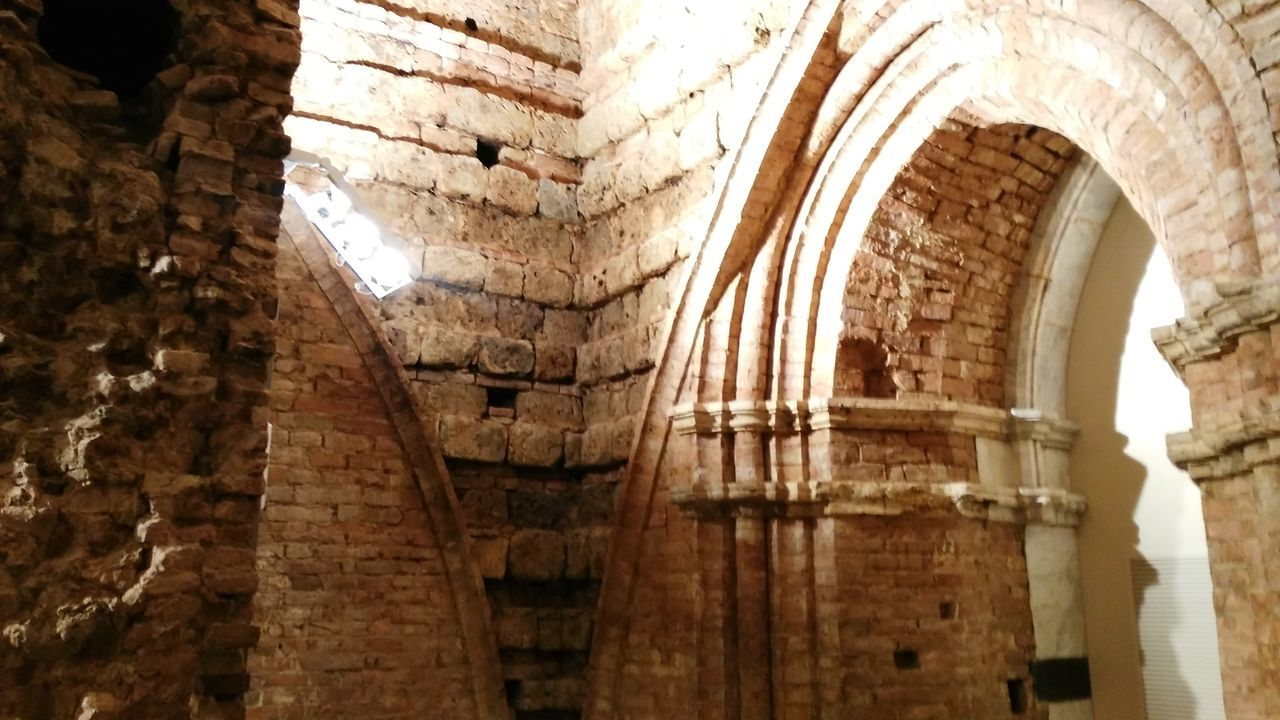 architecture, history, low angle view, built structure, indoors, old ruin, no people, ancient, place of worship, day, ancient civilization