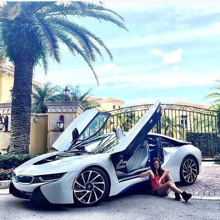 🌴🌴🌴I8🌴🌴🌴 Follow @ml.ladies Bmw I8 Speed Veloce Superveloce SuperSport Vitesse Grandvitesse Luxe Luxury Living Palms Summer White Black Amazing Girls