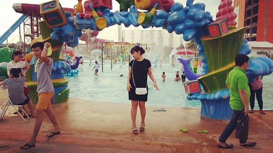 Funinthepark Vientianewaterpark Vientiane Girlfriend Followme @niddavanh Water Laos Southeastasia Asianbeauty Lifeasiseeit Johnnelson Balloons Playtime BlackDress