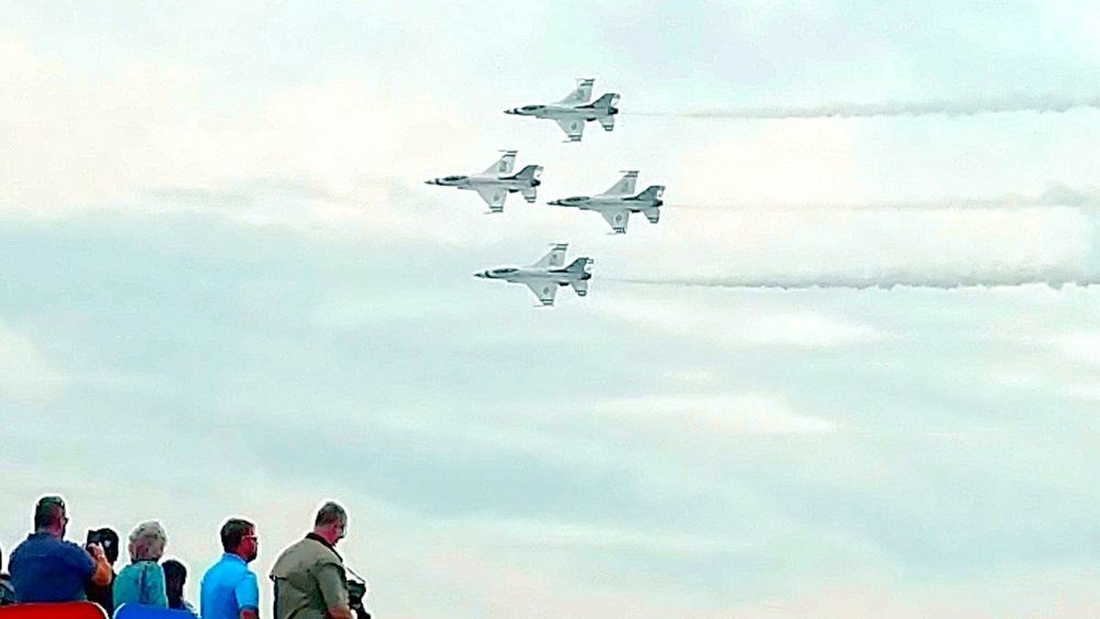 Macdill Air Force Base Tampa Florida Aviation Photography Airfest2016 United States Air Force Thunderbirds Speed Of Light Fast Aircraft Formation Aircraft USA I Love The USA High Altitude Speed Of Motion What A Rush Look Up Air Show Thunderbirds, Air Show, Aviation Airplane