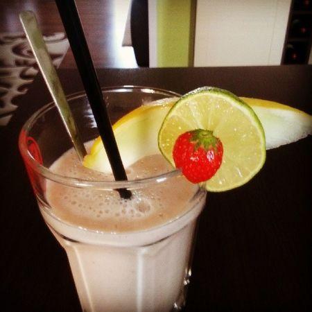 Fruitshake Health Livehealthy Eatfit eatfresh eatclean gönn dir! warmoutside feelgood dich vernasch ich keinneid haha.