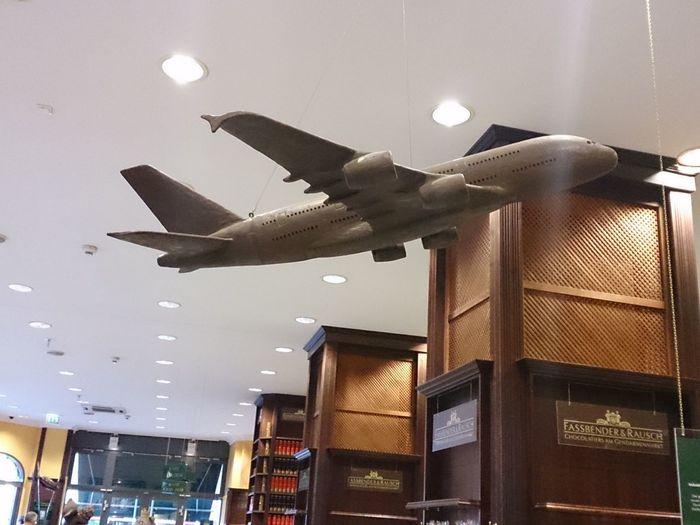Un Avion de chocolate de la Tienda De Chocolate más grande del mundo en Berlin