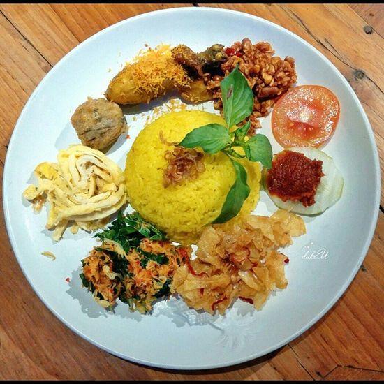 Nasikuning a.k.a yellow Rice 😄 Indonesianfood Javanesefood asianfood cuisine culinaryart traditionalfood authenticfood instafood culinary gastronomy foodie foodphotography foodgasm foodstagram foodporn squaredroid IeatBali IeatIndonesia yummy lgg2