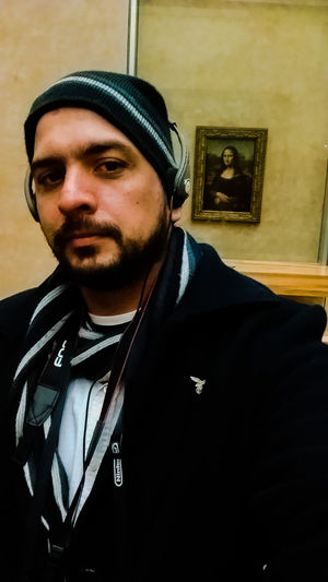 Paris ❤ French France🇫🇷 Travel Destinations Adventures In The City Beard Louvremusee Louvre Louvremuseum Monalisa_gallary Monalisa Art History Front View Real People Leisure Activity City Paris, France  Winter Facial Hair Looking At Camera Cold Temperature Knit Hat Franca