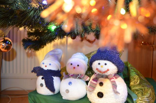 Christmas Decorations Christmastime Merry Christmas! Snowmansocks Under The Christmas Tree Beautifully Organized
