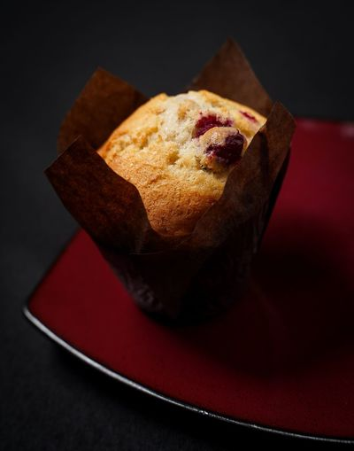 Cranberry muffin Cranberry Muffin Food And Drink Food Freshness Still Life Indoors  Ready-to-eat Close-up Baked Plate Sweet Food Indulgence Red Table Studio Shot Unhealthy Eating Sweet