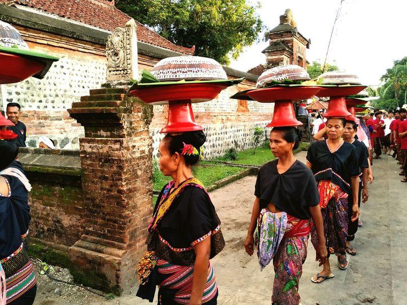Muter Kaok Budaya Lombok Adat Culture Woman HERO Granfather Godfather Colour Young Women Friendship Togetherness Women Standing