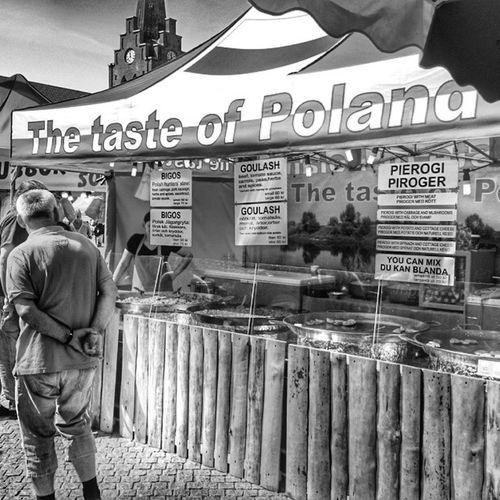 Polen Food Mat Storatorg kyrka church halmstad halland sverige sweden hejhalmstad 7dagarbilden bw blackandwite bnw_sweden b&w svartvitt sv ig_sweden instagram_i_sverige