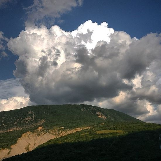 Abruzzo Anversa Degli Abruzzi picoftheday instamoment instaestate instasummer emotion montagna light clouds grey black white italy borgo più bello di italia like4like
