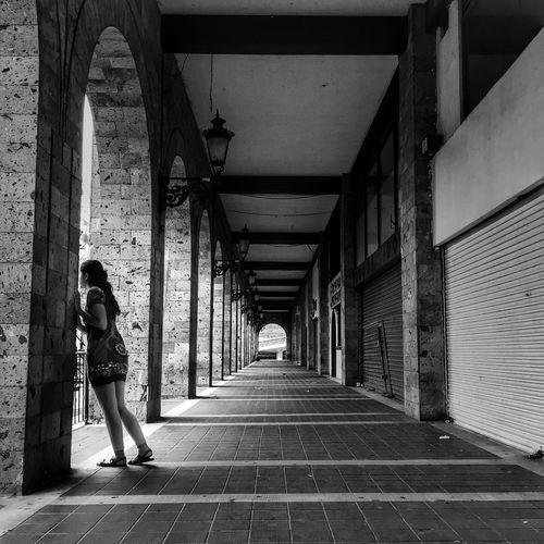 Blackandwhite Photography Streetphoto_bw B&w Street Photography Streetphotography_bw Monochrome Blackandwhite Black & White Streetphoto Street Life Street Photo Street Photography Streetphotography Street Portrait
