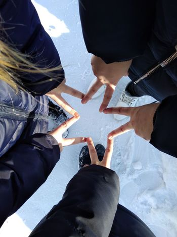 дружба снег зима руки звезда  друзья Human Leg Unity Young Adult Day Teamwork Only Women Togetherness Low Section Bonding People Friendship Young Women Indoors  Human Body Part Close-up Adult Adults Only