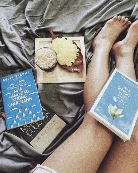 Let's get lost in a world made of books, coffee and rainy days. Coffee Coffetime☕️ Morning Lodvieliz Vietnam Travel Photography Photoshoot Enjoying Life Coffeeholic #bed #books Wireless Technology High Angle View Communication Directly Above Close-up
