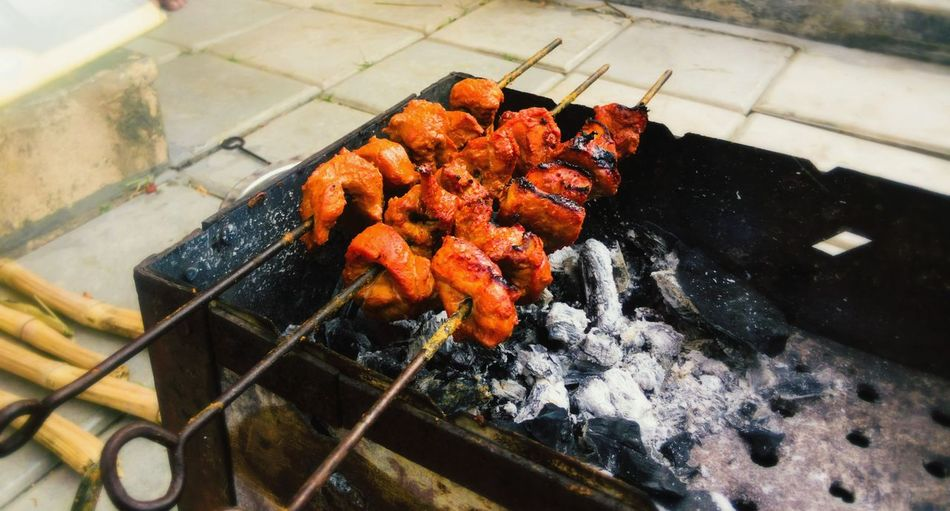 BBQ love! Hidden Gems  Cooking At Home Missing People Photography People Together Latepost Lategram Chicken Tikka Chicken Tandoori Chicken Curry Friends Party 43 Golden Moments Barbecue BBQ