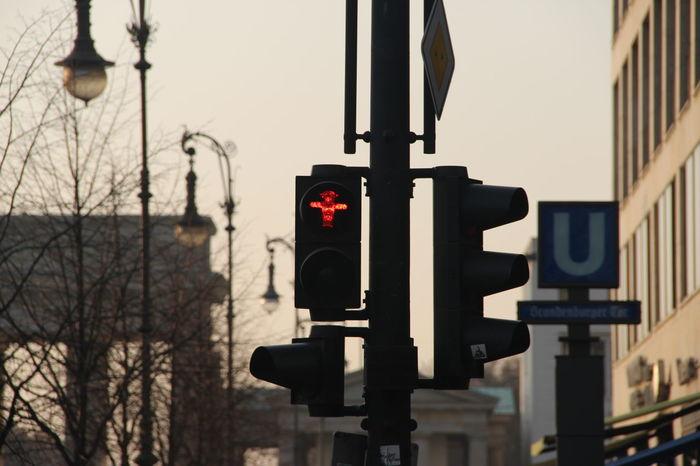 Capture Berlin Stoplight Red Light Little Traffic Light Men Ampelmännchen Ampelmann Red Light