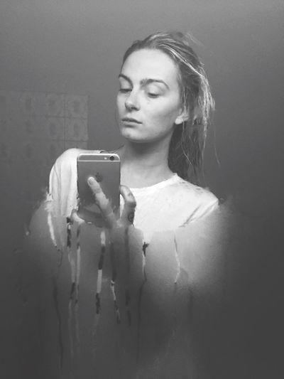 AfterShower Blurry Blur Mirror Reflect Nomakeup Blonde