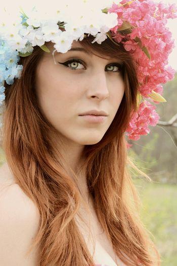 Photoshoot Photographer Model Portrait Flower Crown Beautiful Beauty Beautiful Eyes People Fashion