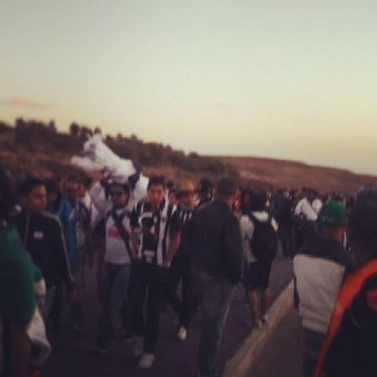 Llegando a la cancha de agadir Stade Desert Desierto Rayado rayados hinchas hincha barrabrava vamosrayados supporters creoenti amigos albiazul cancheros short