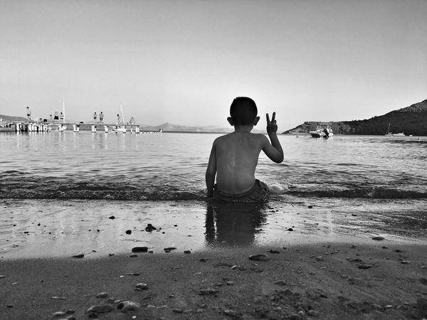 Sea EyeEm Sea And Sky Beachphotography Beach Beachlife Summer Kid Kids Datça Turkeyphotooftheday Turkey People Boys Blackandwhite Black&white Travel Photography Landscape_photography Black Nature_collection EyeEmbestshots Cool