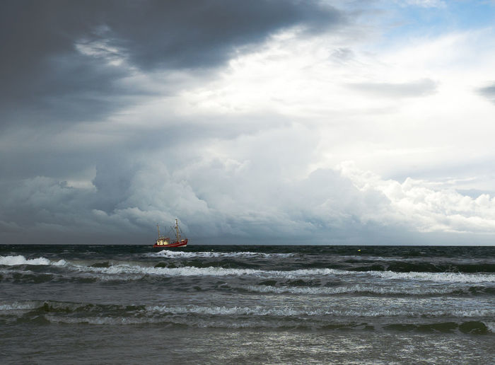 Was braucht man mehr? Sea Water Waterfront Cloud - Sky Nautical Vessel Wave Horizon Over Water Ording Peter St. Nature