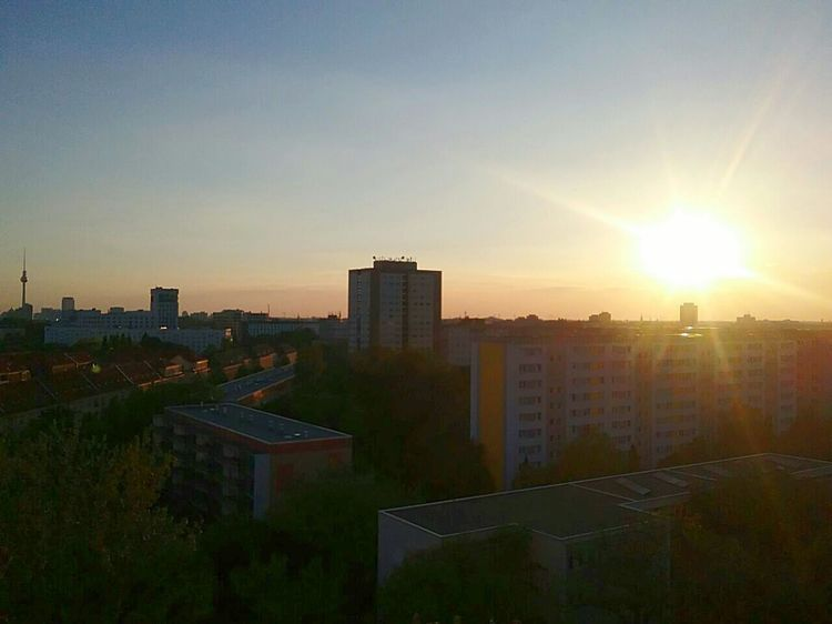 Sunlight Cityscape Architecture Outdoors Orange Color Verschiedene Dinge Wolkenliebe Diestadtberlin Wonderful Großstadtromantik