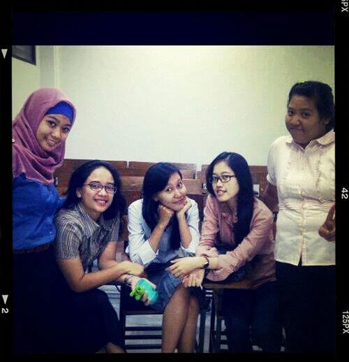 masa2 Lab itu bersama kawanku melaksanakn praktikum:)))