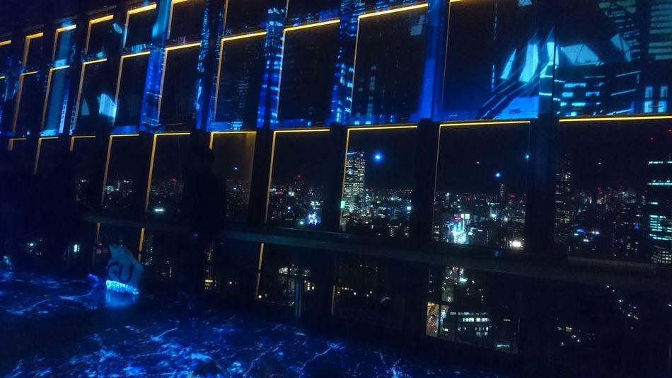 東京タワーの展望台 から🌃 東京の夜景とプロジェクションマッピングの組み合わせが凄く未来的だった♬View from Observatory of Tokyo Tower. Looking Into The Future Illuminated Cityscape Neo Futuristic Technology Projection Mapping Window View Night Photography Night Lights Hello World Taking Photos From My Point Of View Capture The Moment Tokyo Night Tokyo Batle Of The City EyeEm Best Shots