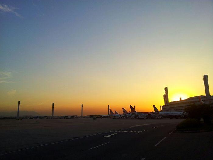 At Aeroporto Internacional Do Rio De Janeiro / Galeão (GIG) Aeroportointernacionalgaleão GALEÃO Aeroporto Airpot Gig Aeroportogaleão Sunset