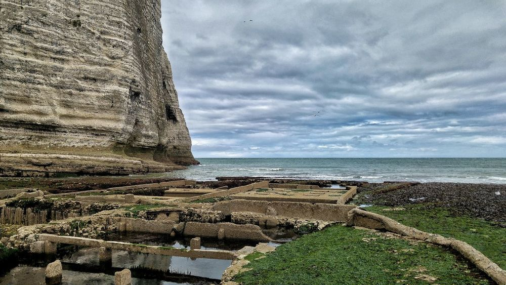 Sea Water Sky Cloud - Sky Nature No People Horizon Over Water Outdoors Day Beach Scenics Beauty In Nature Tranquility Close-up France Etretat Cliffs Beauty In Nature Landscape Nature Quality Time Love Life Is A Beach Das Meer