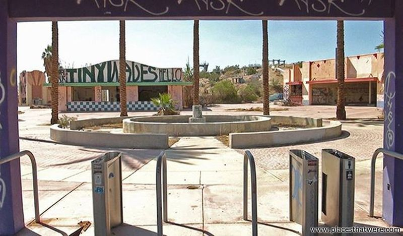 Dried up Abandoned California Urbanexploration Urbex Abandonedplaces Lakedolores Picoftheday Newberrysprings Abandonedcalifornia Abandonedamerica Rockahoola Photography Amazingplaces Waterpark Mojave MojaveDesert Abandonedbuilding Signofthetimes Fountain