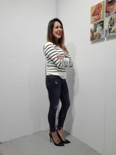 Ragazza Jeans Girl Mostra Sexygirl Lingua Tongue Fiera Arte Verniceartfair
