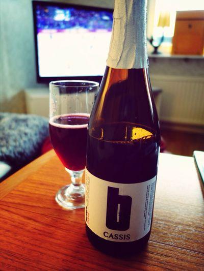 Hoppas att Sverige gör mål nu när jag har öppnat flaskan.
