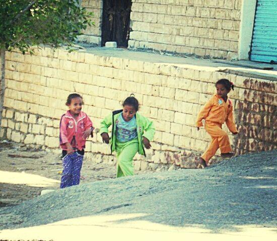 Sisterhood ♥ Streetphotography Taking Photos Eye4thestreets