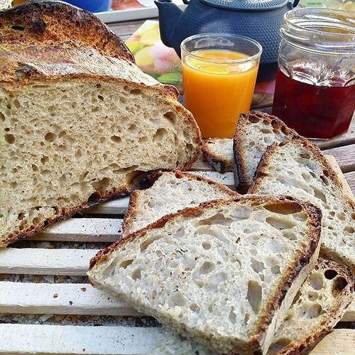 regram @by_acb_4_you Petit déjeuner royal grâce au bon pain 100% levain fleur de Berry de @thierrydelabre 😊 Vous aimeriez en avoir aussi? Alors soutenez son beau projet Panadero Clandestino pour l'aider à monter son fournil. Tous les renseignements ci dessous : www.kisskissbankbank.com/panadero-clandestino Instafood Food Bread Breadlovers Levain Bleancien Pain Painaulevain Bio