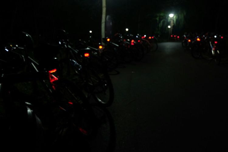 Bikes parked in a row during a Nightcycling pitstops. Bicycles Night Lights Nightphotography Pretty Lights