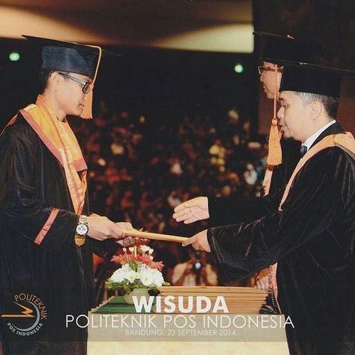 Today's one year ago. 😊👏🎓 Ketika saya, Fahrian Hazairin Syah Putra, A.Md dilantik oleh Kepala Program Studi D3 Teknik Informatika Politeknik Pos Indonesia Bapak Iwan Setiawan, ST., MT. Bandung, 23 September 2014 1st Ceremony Graduation Diploma degree informatics engineering polytechnic post indonesia