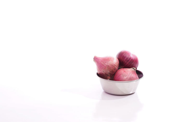 Red onions over white background Close-up Copy Space Food Healthy Eating Indoors  No People Onions Outdoors Red Onion Red Onions Studio Shot White Background