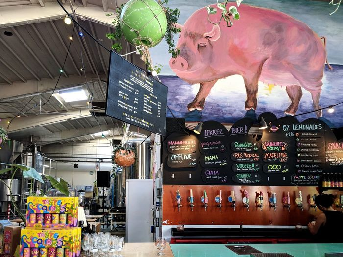 Craft Beer Taproom Business Finance And Industry Statue Animal Trunk Retail Display Display