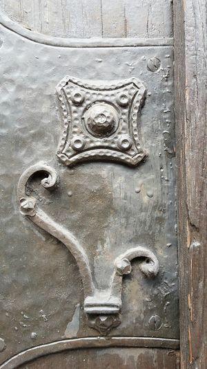 Close-up Metal Door Day No People Outdoors Backgrounds Schmiedekunst Schmiedearbeit Fullframe Background Wooden Door Wrought Iron Wrought Iron Art Metal Mount Fittings