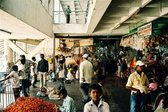 Analogue Photography Crowd Faces Of India Large Group Of People Market Market Stall Minolta Dynax 505si People Of India Through India 2008 Feel The Journey On The Way