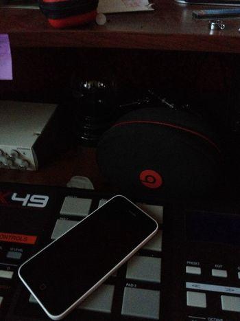 Studio mess! Beats by Dre StudioFlow Recordingstudio StudioSession Beatsbydre First Eyeem Photo