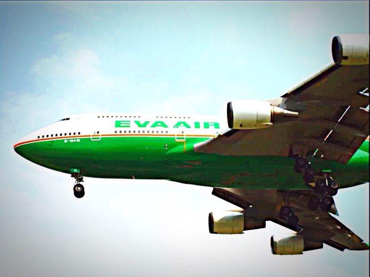 EVA air B747-400 B-16410