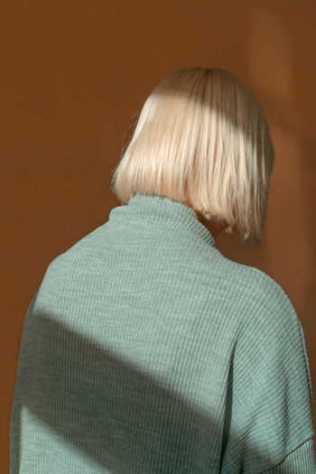 Hide&Seek Minimalist The Fashion Photographer - 2018 EyeEm Awards The Portraitist - 2018 EyeEm Awards The Week on EyeEm TheWeekOnEyeEM Casual Clothing Hairstyle Minimal Real People Short Hair Sweater Turtleneck White Hair