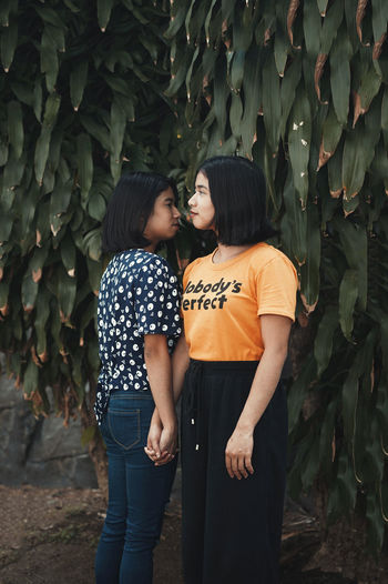 Two People Young Adult Real People Standing Togetherness Bonding Young Women Three Quarter Length Love Plant Leisure Activity Casual Clothing Day Lifestyles People Women Emotion Nature Leaf Growth Positive Emotion Couple - Relationship Outdoors Twins