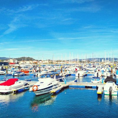 Summer days in my hometown 🌅⛵⚓ Portofcangas Sail Ships Hotdays Coastplaces WestCoast Galifornia Riasbaixas Cangas