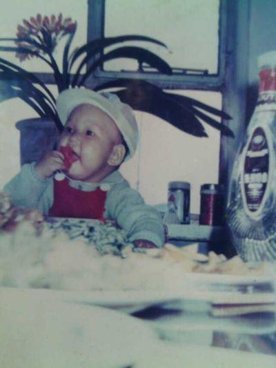 小时候 Young 看看我小时候,贪吃的小鬼 (,,•ε•,,)