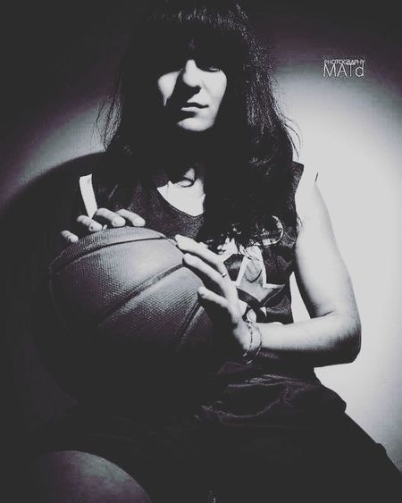 I've got the power! Throwback TBT  BasketBallneverStops Basketball Ilovethisgame Ball Sport Basketballlover Basketbol Love Mylove Shooting Model Fringe Throwbackthursday  Picoftoday Picoftheday Photooftheday Me Portrait Girl Sportgirl Basketballgirl Ciaoproprio  Bnw_life
