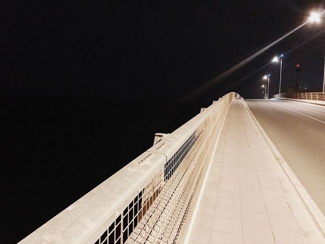Как узнать, что ты на верном пути? Проще простого: если рядом с тобой не осталось никого, значит, ты действительно близок к сути. Эмиль Чоран ктознаеттотпоймет красотавпростом моимиглазами моймир Точтовижу Mylife Mydubai Dubai UAE Beautiful City City Life City View  City Of Dreams TCPM