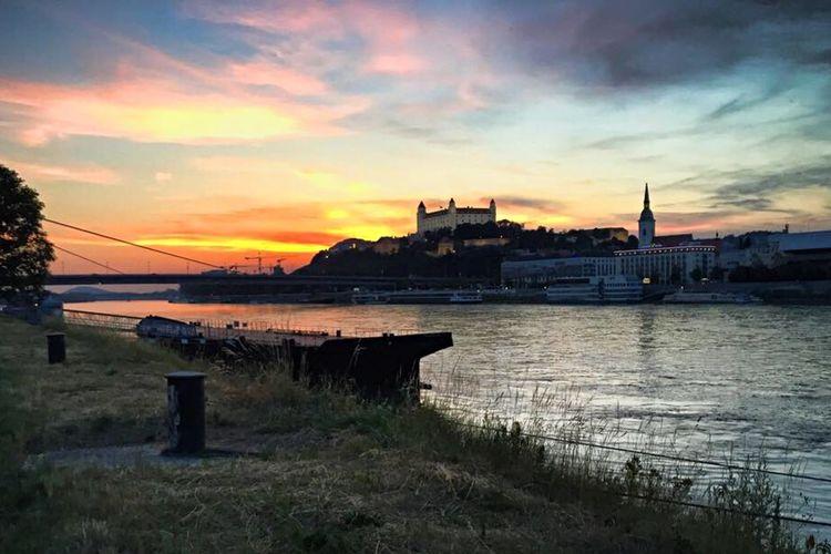 Sunset over Bratislava castle... Castle Sunser Warm Clear Fresh Air... Nice Day Enjoying The Sun Bratislava Danube